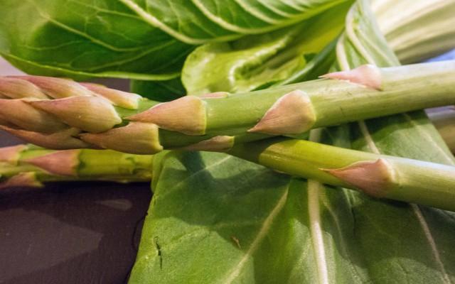 Grüner Spargel-Pak Choi-Gemüse
