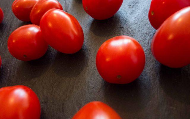 Tomatensalat mit Aprikose und Mozzarella