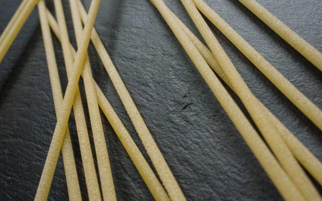 Spaghetti mit Feldsalatpesto