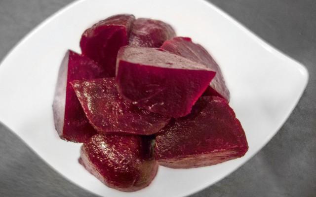 Räucherlachs mit Rote Beete-Trauben-Chutney