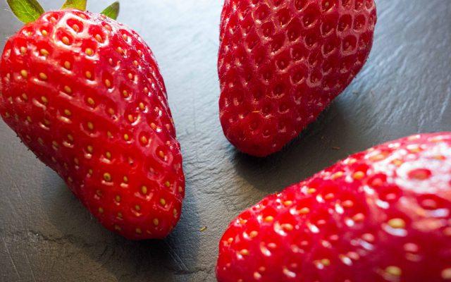 Burrata mit Erdbeeren